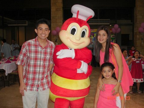Donna Yong and Belle with Jollibee at the press con