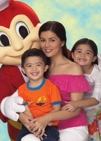 Donna Cruz and kids with Jollibee